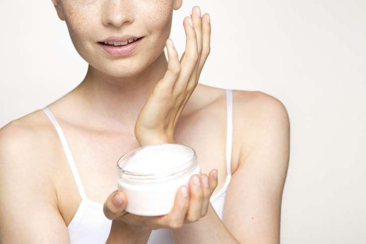 Ngưng sử dụng mỹ phẩm khi bị viêm da dị ứng