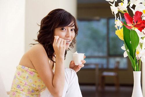 Cách làm mặt nạ sữa chua không đường trị mụn siêu hiệu quả 4