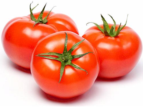 dùng cà chua trị mụn trứng cá trên da đầu