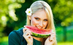 ăn dưa hấu có nổi mụn không?