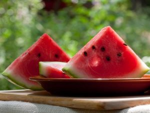 bạn phải biết cách ăn dưa hấu đúng cách