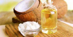 Bài thuốc dân gian trị mụn từ dầu dừa